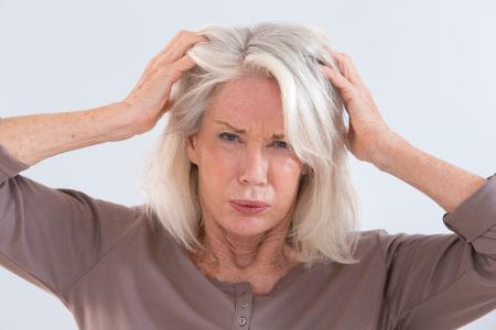 Pikkelysömör hajas fejbőr