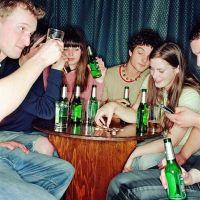 alkoholfogyasztás buli