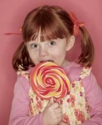 nyalókát evő kislány, édesség