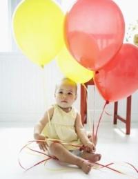 kisgyermek lufikkal, fulladás