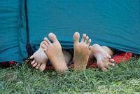 sátorból kilgó lábak, környezetvédő, szex