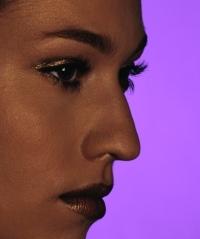 fiatal nő, orrplasztika, plasztikai, műtét